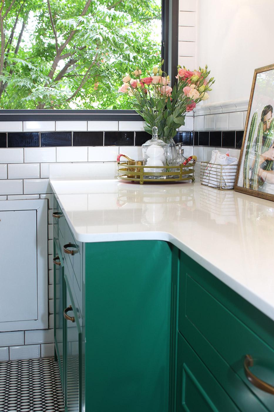 מעפילים, חדר רחצה ירוק רונית כפיר. צילום: חגית גרוסמן