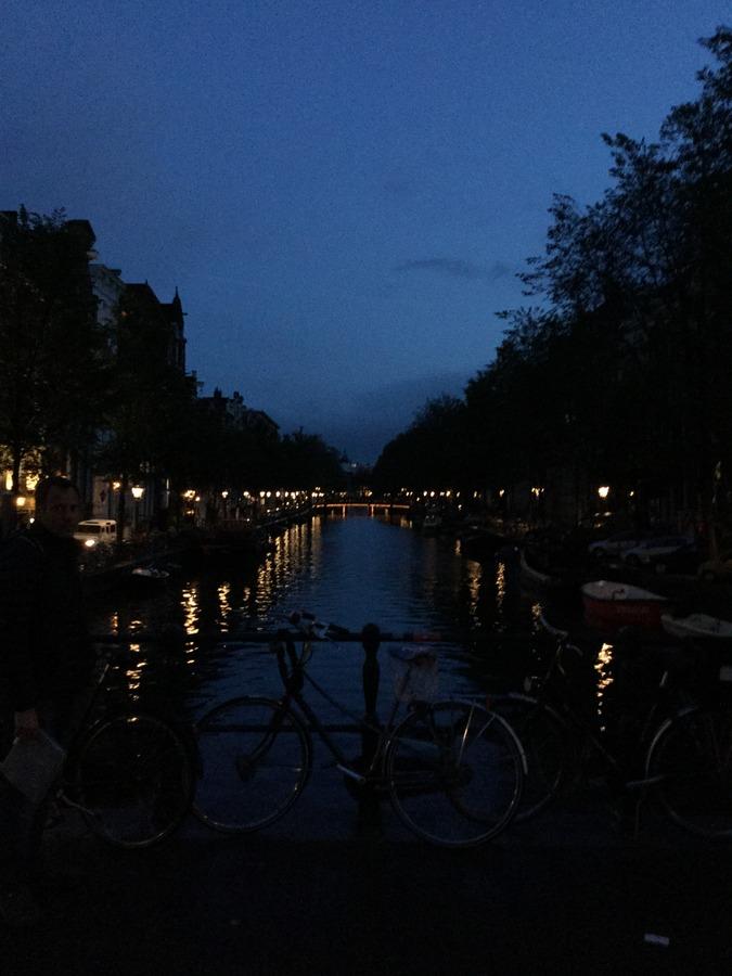מים, שמיים, אורות, אופניים. אסתטיקה