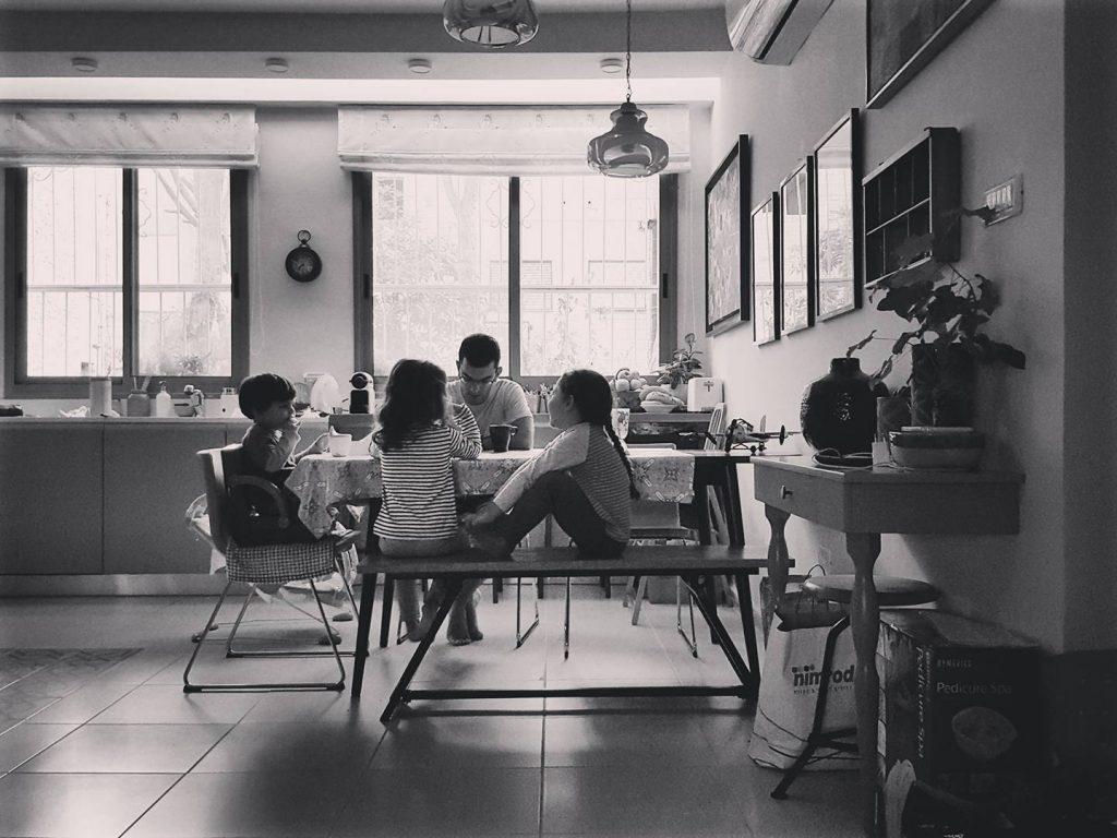 ארוחות משפחתיות. המלצות הורות רונית כפיר. צילום: סיוון קונוולינה
